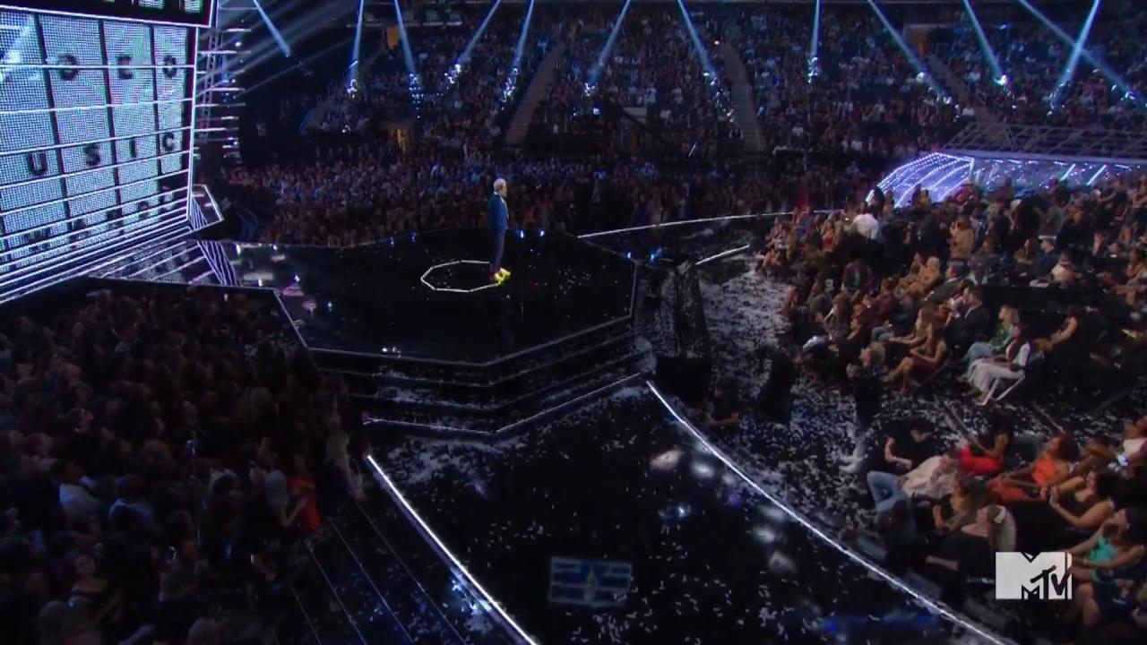 #VMAs: Jimmy Fallon presents Video of the Year https://t.co/P3hkhhoKsk https://t.co/Na8jl9Hm8u