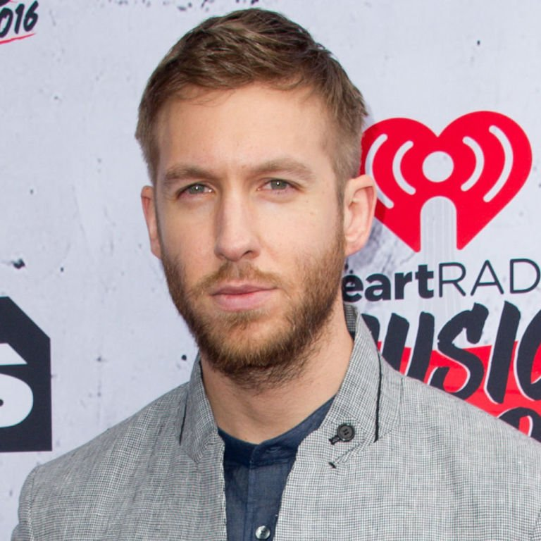 """Calvin Harris Shades Taylor Swift When Accepting His VMA For """"This Is What You Came For"""" https://t.co/xM4BMBD75v https://t.co/jIeoxvk9cH"""