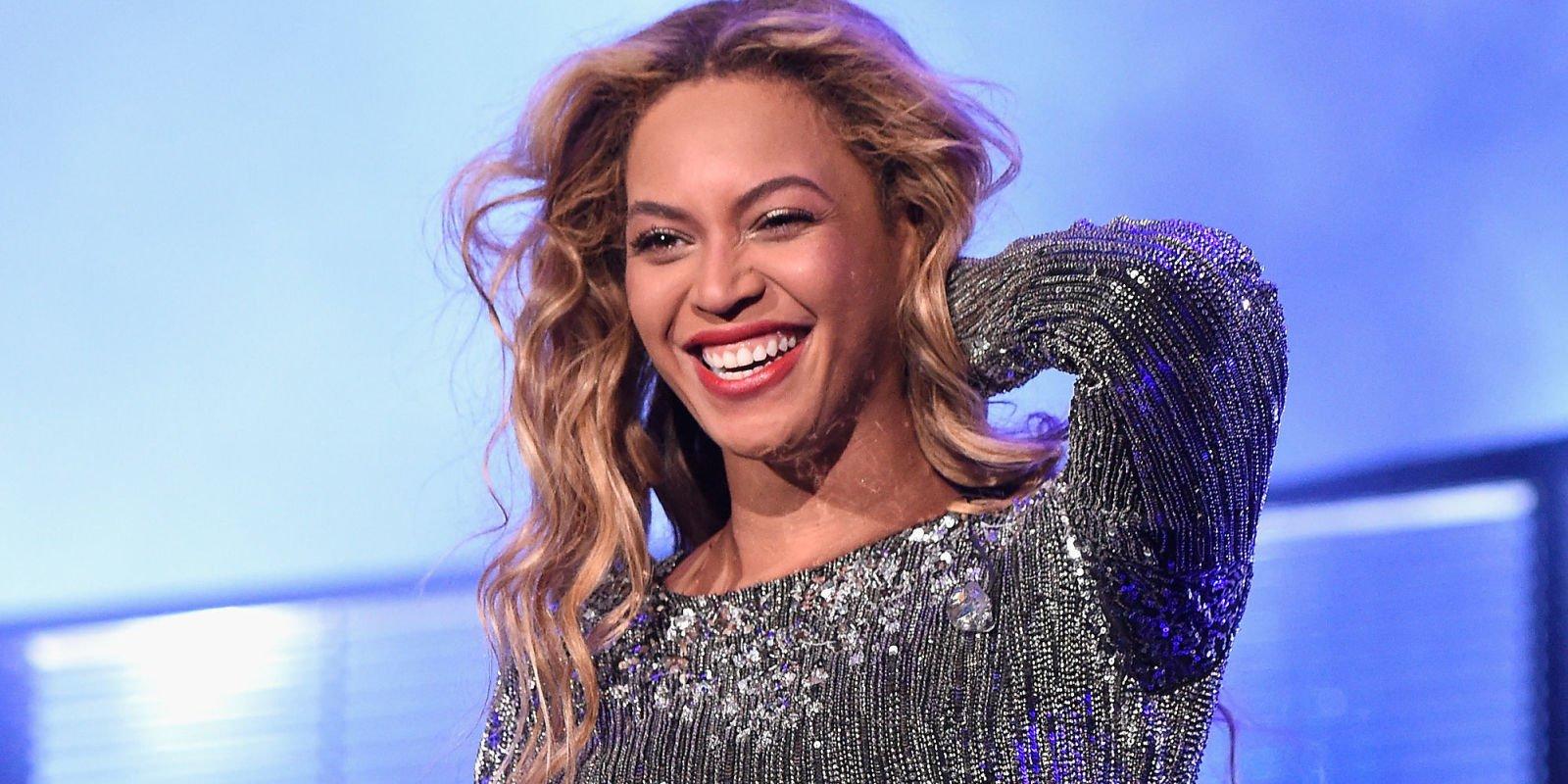 "Beyoncé Did an Amazing ""Lemonade"" Medley at the VMAs https://t.co/h4A5x7rGWy #VMAs https://t.co/gxtpTwesXo"