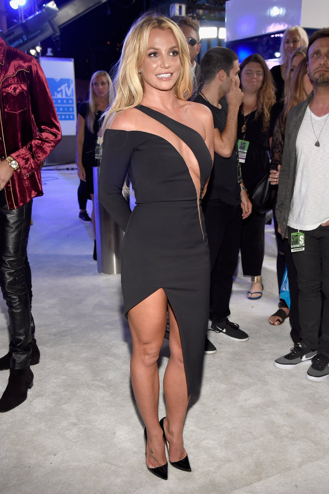 Britney's back: https://t.co/eIOUqQwaEN https://t.co/aU5yZZuS4E