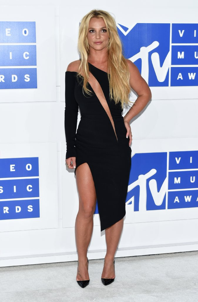Comeback performer Britney Spears is more 'ready,' less 'oops'