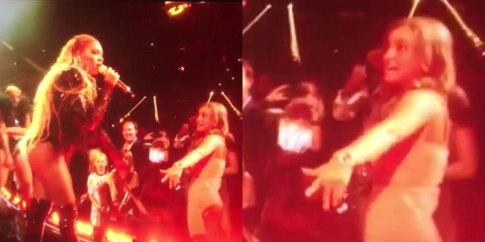 This girl dancing next to @Beyonce performing at the VMAs is ALL. OF. US. https://t.co/6NwEf3HMMJ https://t.co/kOjpkLwnZF