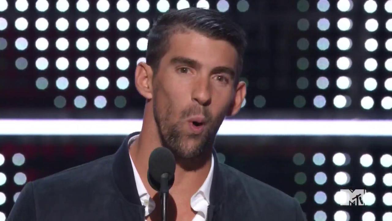 #VMAs: Michael Phelps introduces Future https://t.co/P3hkhhoKsk https://t.co/gjTI0ZwXDl