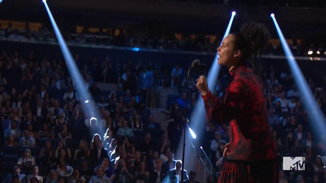 "#VMAs: Watch Alicia Keys perform poem to honor anniversary of MLK's ""I Have a Dream Speech"" https://t.co/P3hkhhoKsk https://t.co/m2zWkq4xtx"