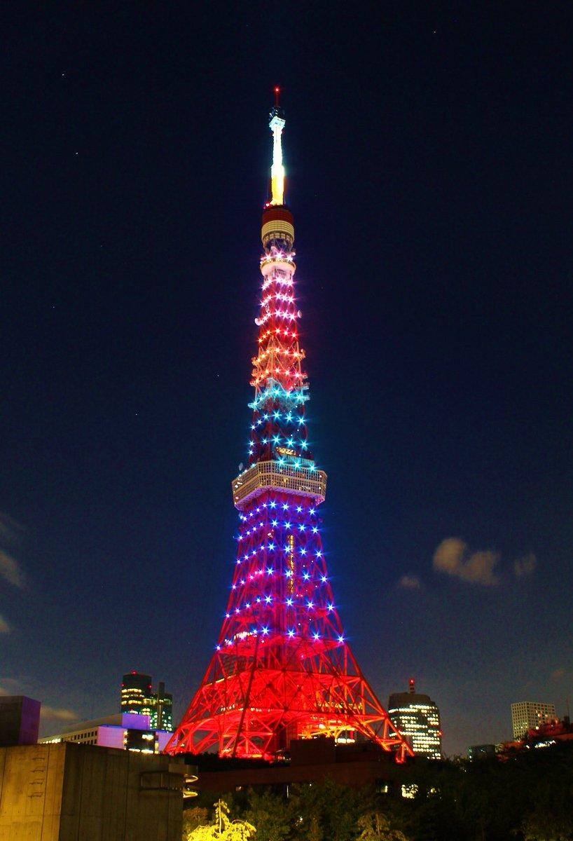 台風ですが東京タワーは元気に営業中です。本日のライトアップはオリンピック閉会式の為、オリンピックカラーでの点灯です!国や勝敗・メダルの数に関係なく頑張った全ての選手に感謝を込めて是非ご覧頂きたい。お疲れ様でした!そしてありがとう!! https://t.co/ywSekFMmeI