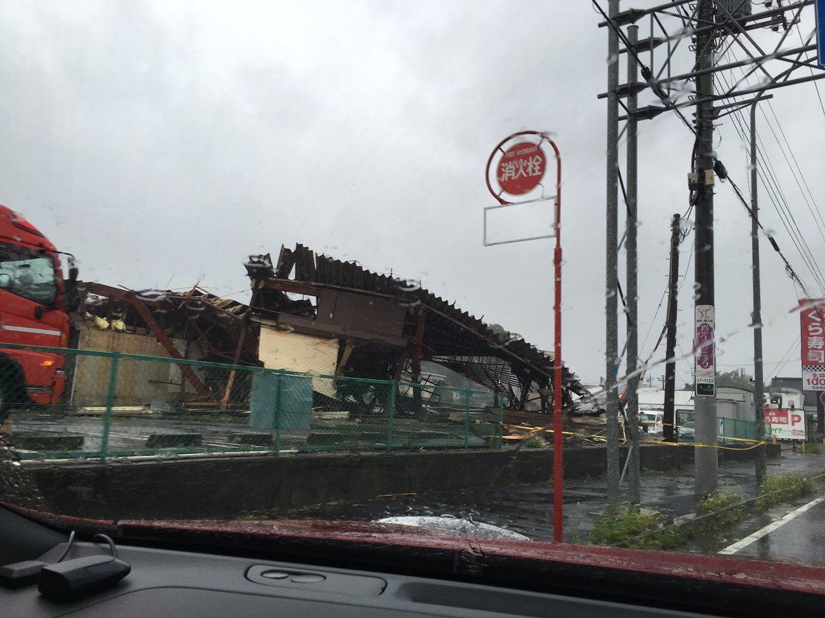 土屋イオンモール成田前のタイヨー、消防署の方が出動して撤去しはじめでしょうか。 #narita https://t.co/aM90tCbR6Q