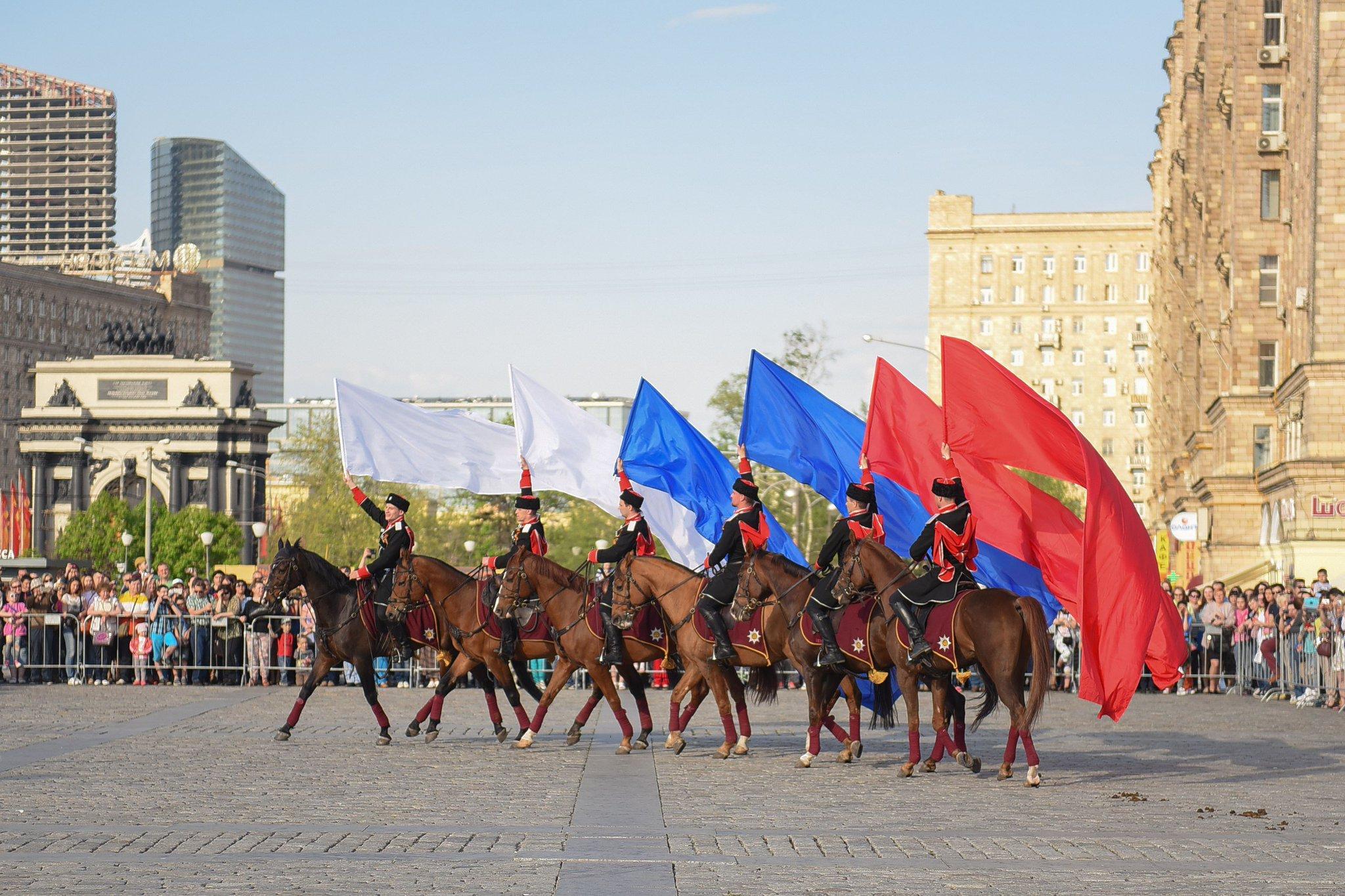 чучел москва день российского флага лап