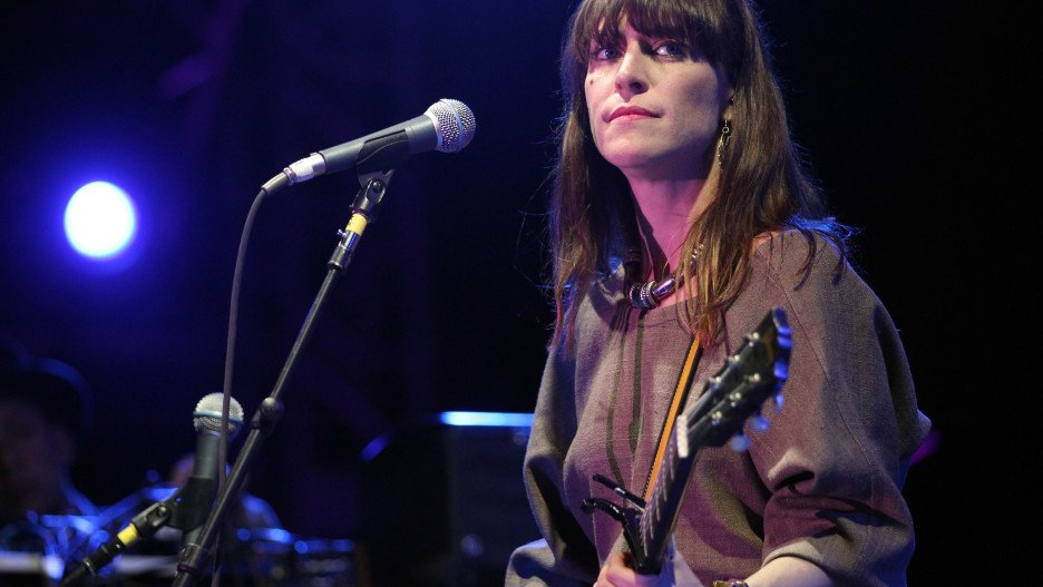 Get excited. Feist is reuniting with Broken Social Scene on the upcoming new album.  https://t.co/i3NfUNLHcy https://t.co/KchebCwBoq