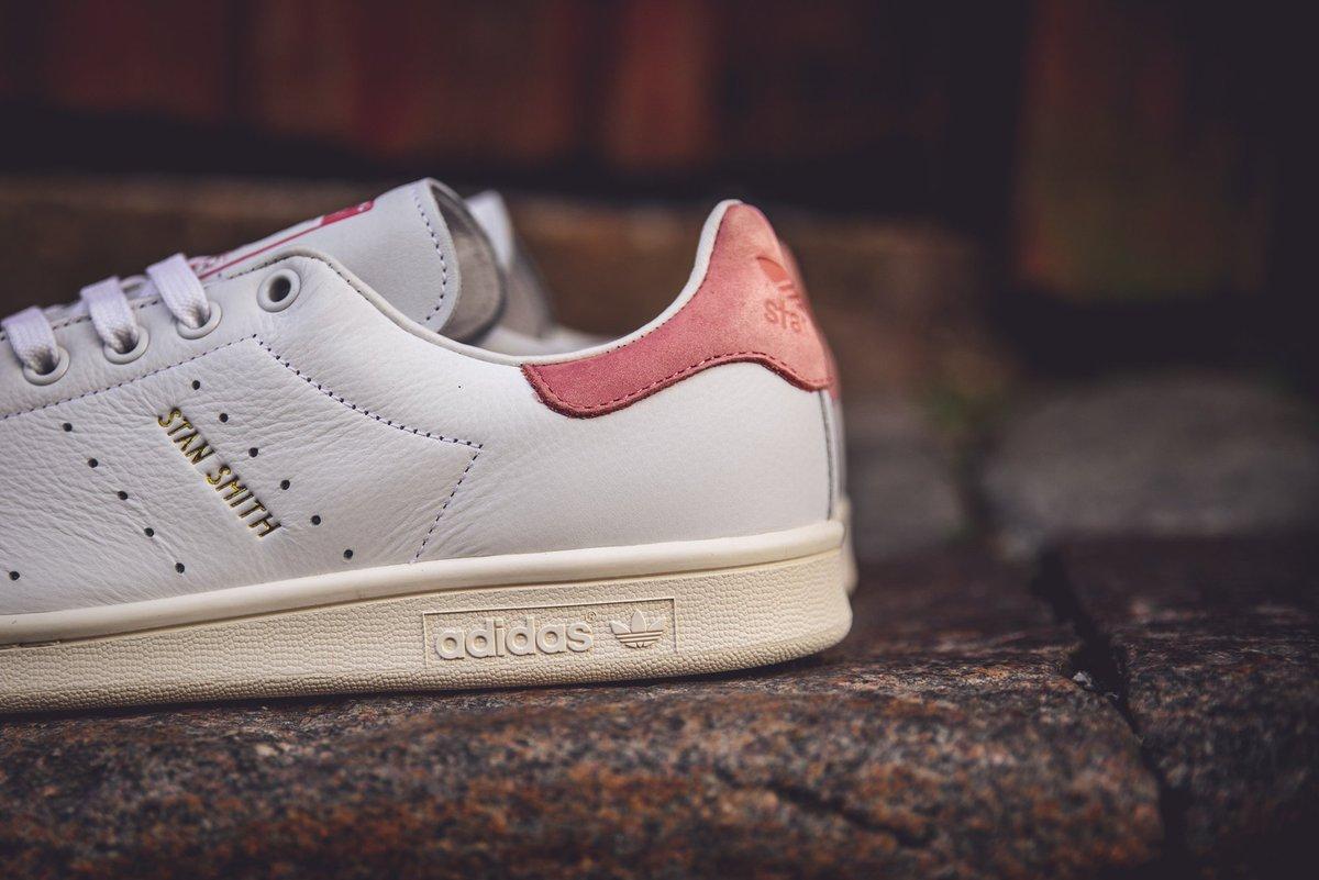 pretty nice d3e55 54cde Sneakersnstuff on Twitter: