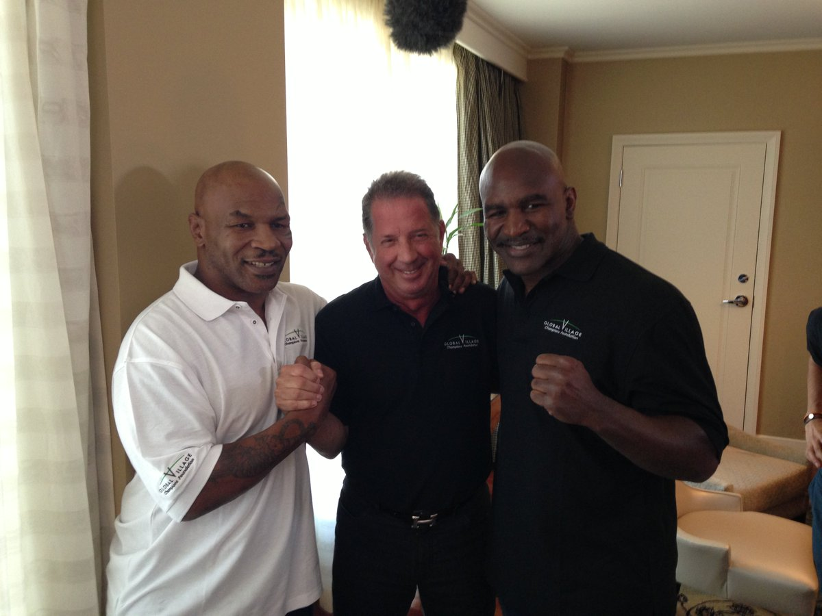 Never a dull moment with @MikeTyson @holyfield & @yankbarry! #champs #knockingouthunger https://t.co/JLXcCGDbwt