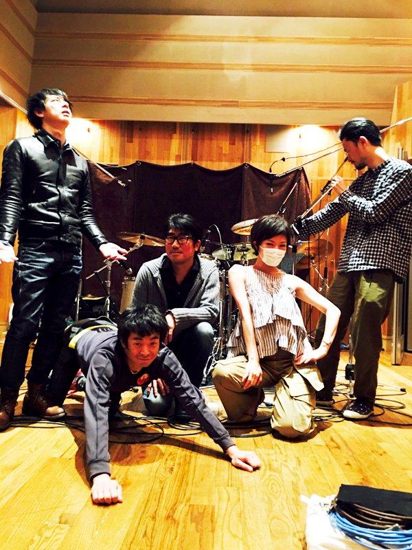 昨日より配信をスタートした、椎名林檎待望の新曲「ジユーダム」。一部レコーディング参加者との記念写真をどうぞ。 https://t.co/cBh92bMNbA https://t.co/J0eIeePeBd