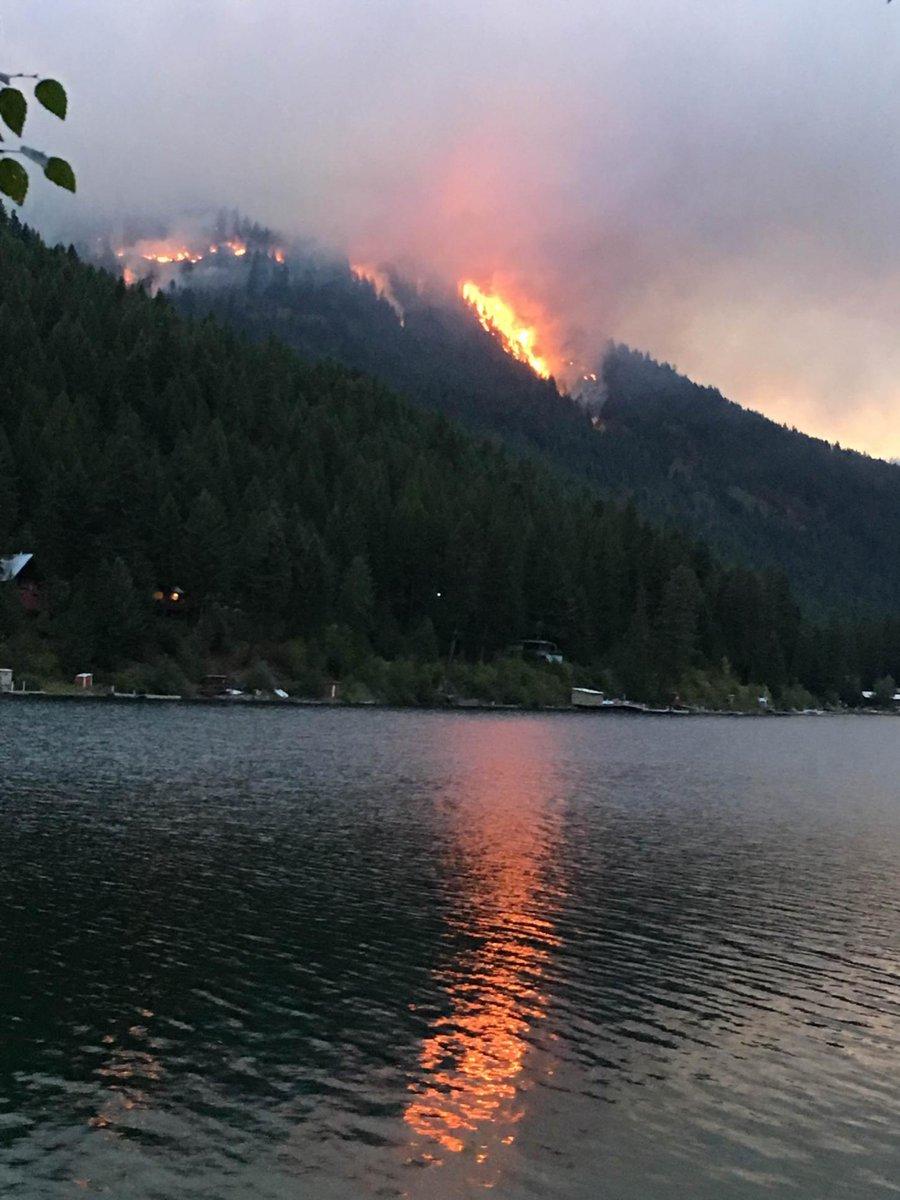 #WaWILDFIRE UPDATE - #DeepNorthFire: 800 acres in heavy timber near #Northport, Level 2 Evacs around #DeepLake. https://t.co/7Pew34xdgV