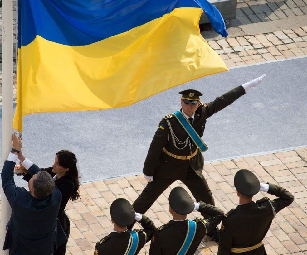 На Потемкинской лестнице в Одессе развернули огромный флаг Украины - Цензор.НЕТ 957