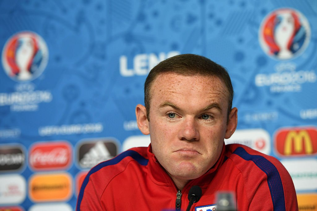 Should Wayne Rooney continue as England captain?  @RobbieSavage8 thinks so...  http://bbc.in/2bb984D
