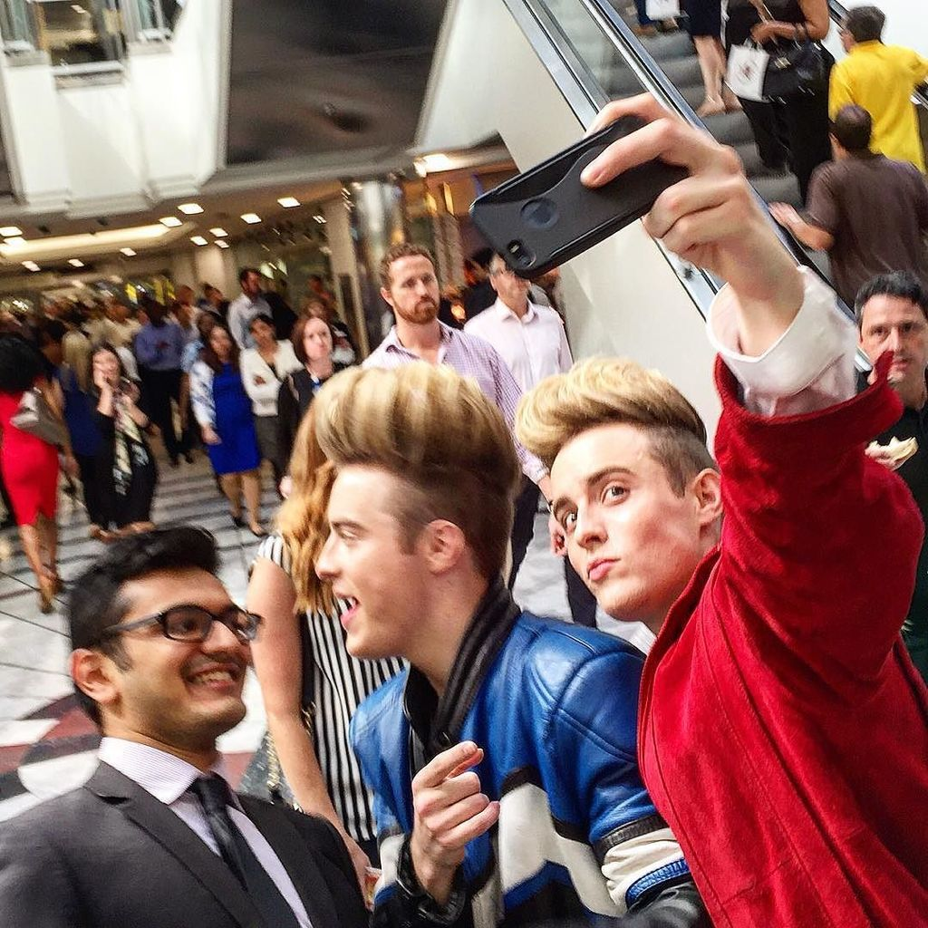 When you spot Jedward mugging selfies in Cabot Place and they melt away into the crowd #ce… https://t.co/zZj1IPn0s7 https://t.co/sxS8oWDV7N