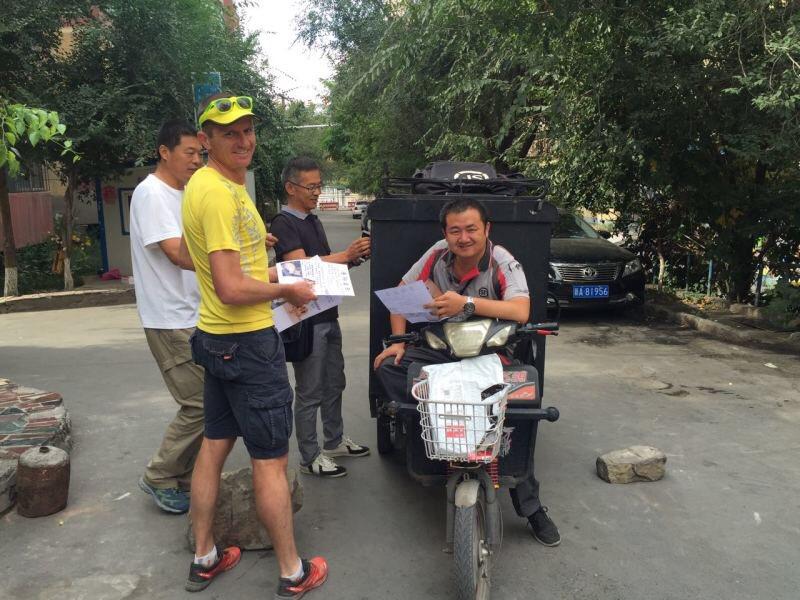 Ultramarathon runner Dion Leonard finally reunited with Gobi the dog after sharing 80-mile China desert trek CqiVjITWIAAD5Vz