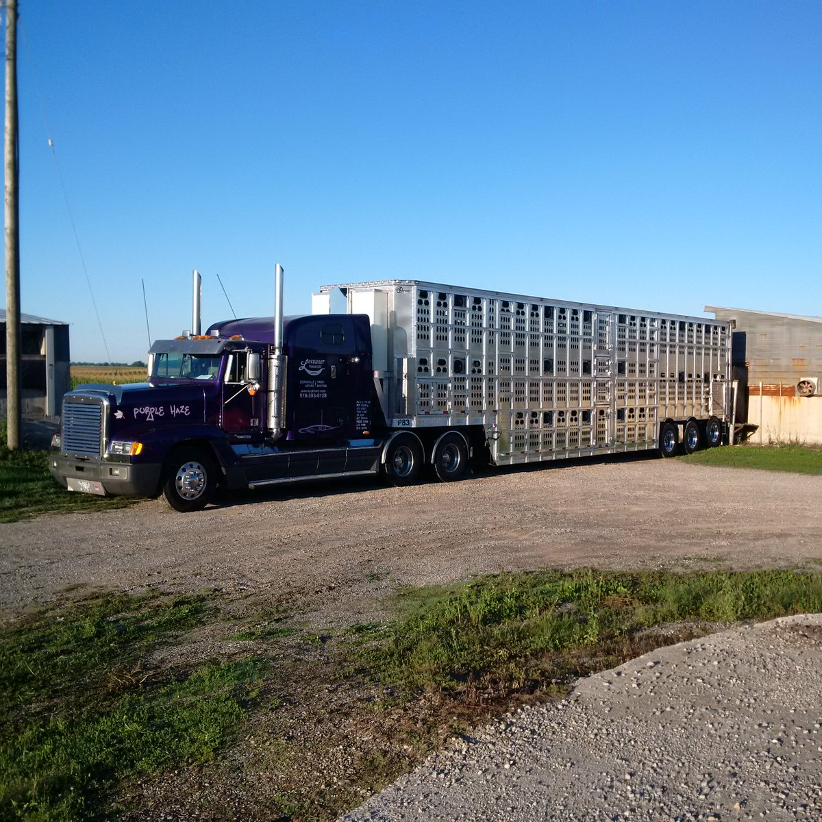 luckhart transport sur twitter the barrett prototype 3 deck tri axle trailer loading it s first load fans misting system and drinkers on board twitter