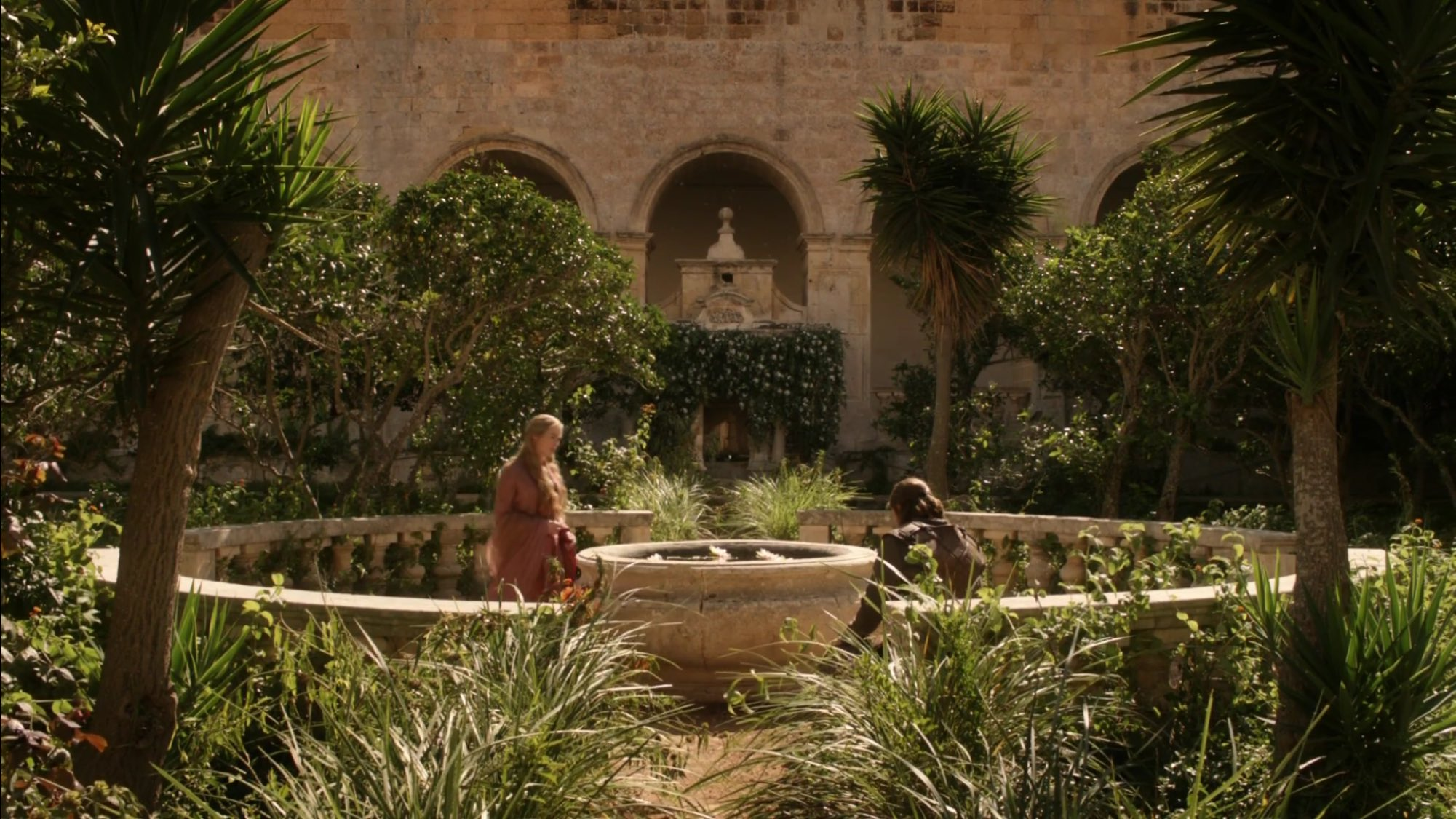 Anyway, over in Kingslanding Cersei and Ned meet in the gardens for a showdown, of sorts. https://t.co/uVEKhujnXv