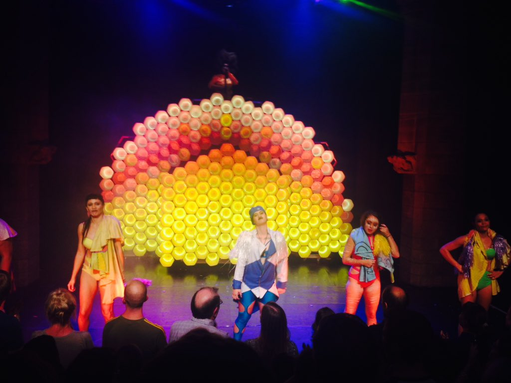 230d9ed649 #hotbrownhoney these girls are on fire #inthehive #onemillionstars  #girlpower #respectpic.twitter.com/Q1G5es4pMA