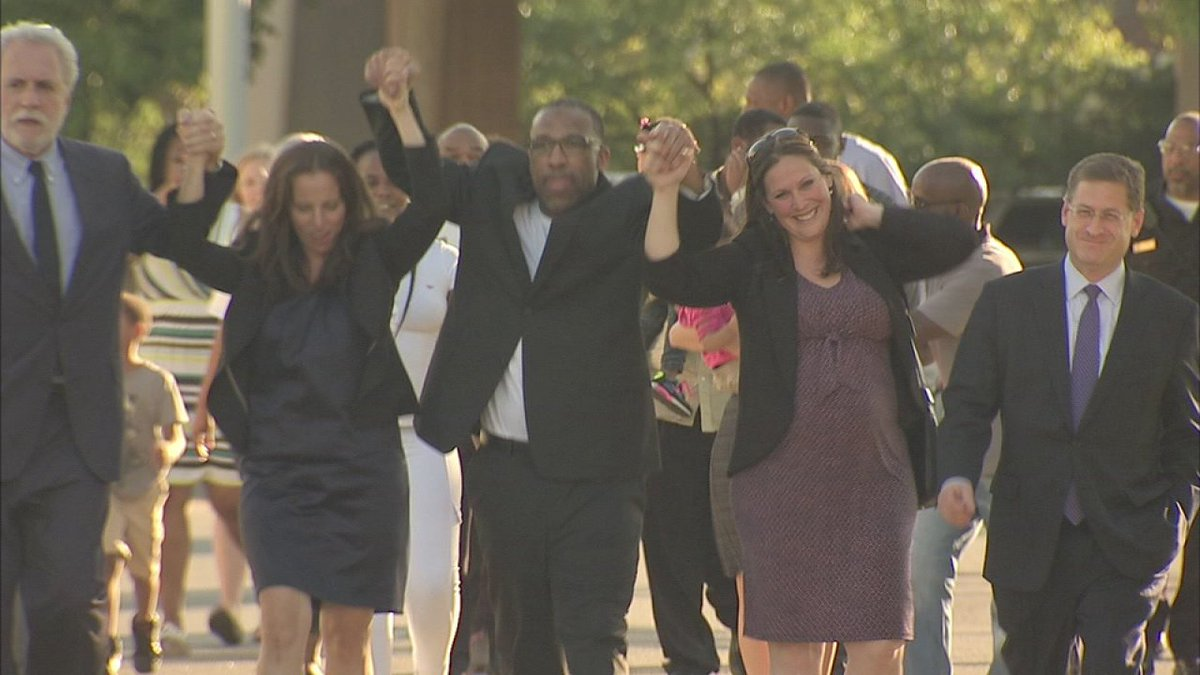 Philadelphia man wrongly convicted freed after 25 years