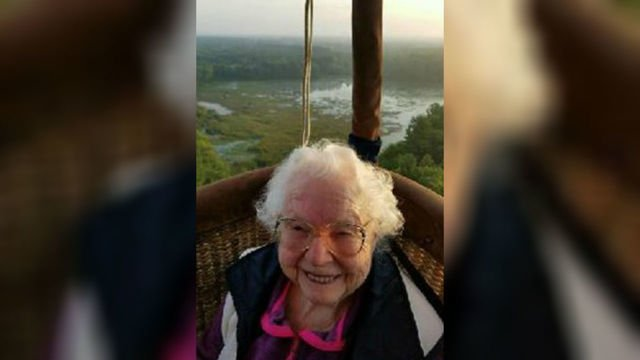 100-year-old Mich. woman takes hot air balloon ride for birthday