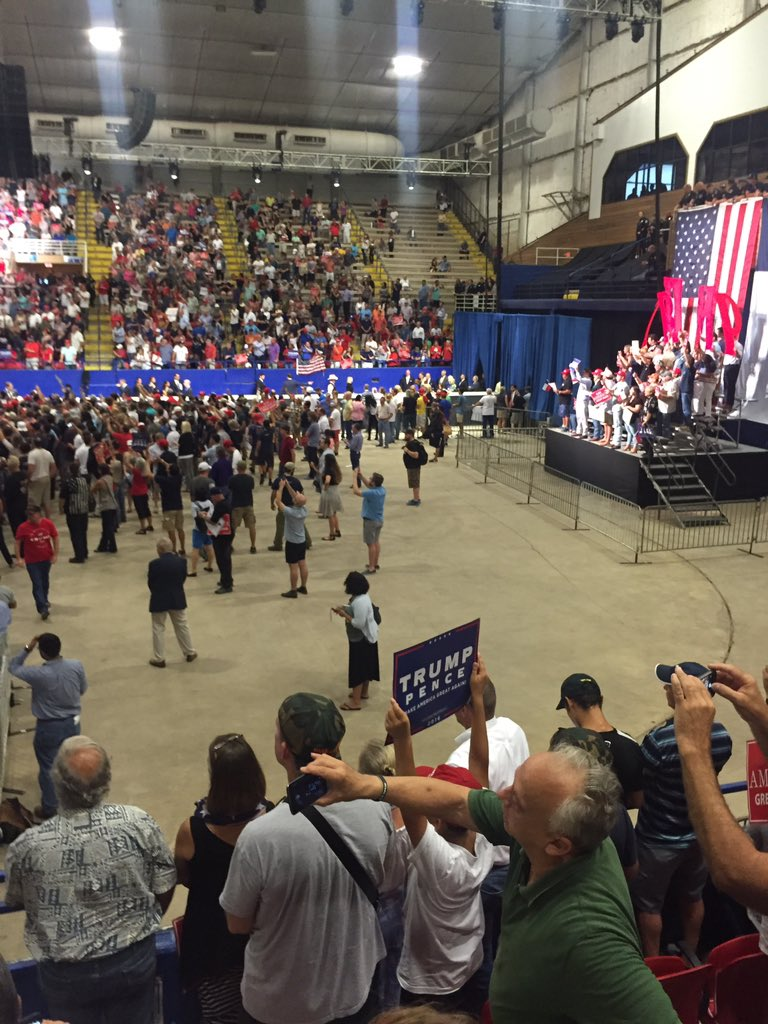 Definitely a lot of ppl here but I'm shocked trumpinatx rally isn't filled. Still plenty of seats and floor rm