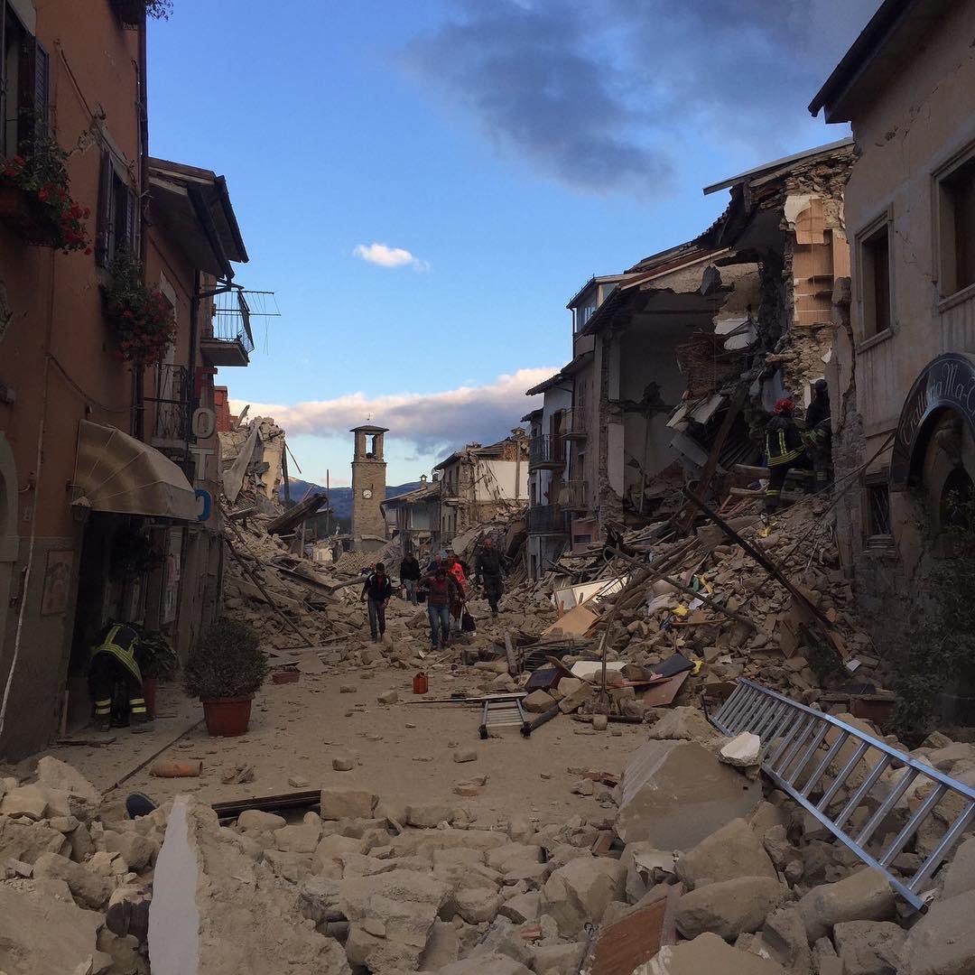 записи заметно, город аматриче италия фото жакет носи