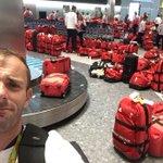 ロンドンの空港で選手達も騒然wリオから帰ってきたイギリスの選手団のバッグがどれが誰のだか分からなくなった!