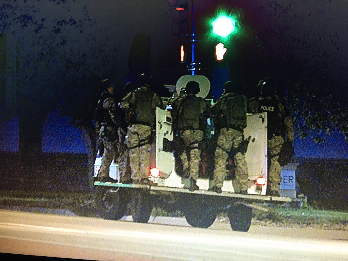 Boulder PD SWAT searching for suspect on east side near Foothills and Baseline. Details @ch2daybreak @KDVR