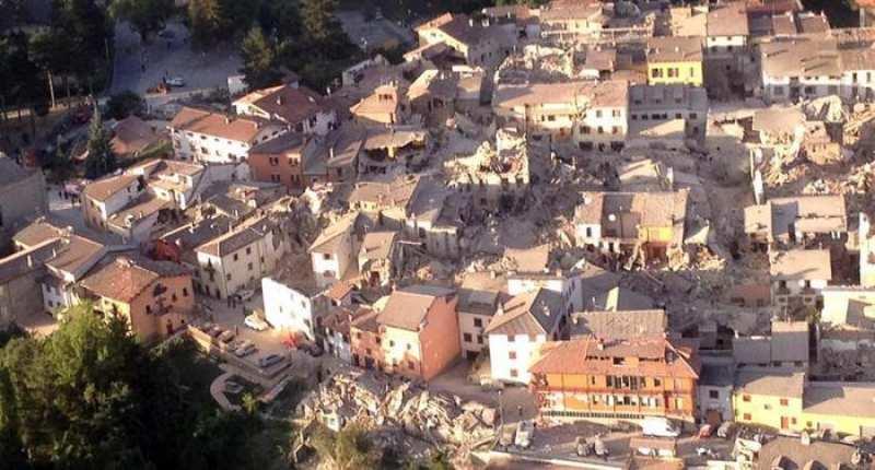 Amatrice dall'alto dopo sisma (foto AbruzzoWeb)