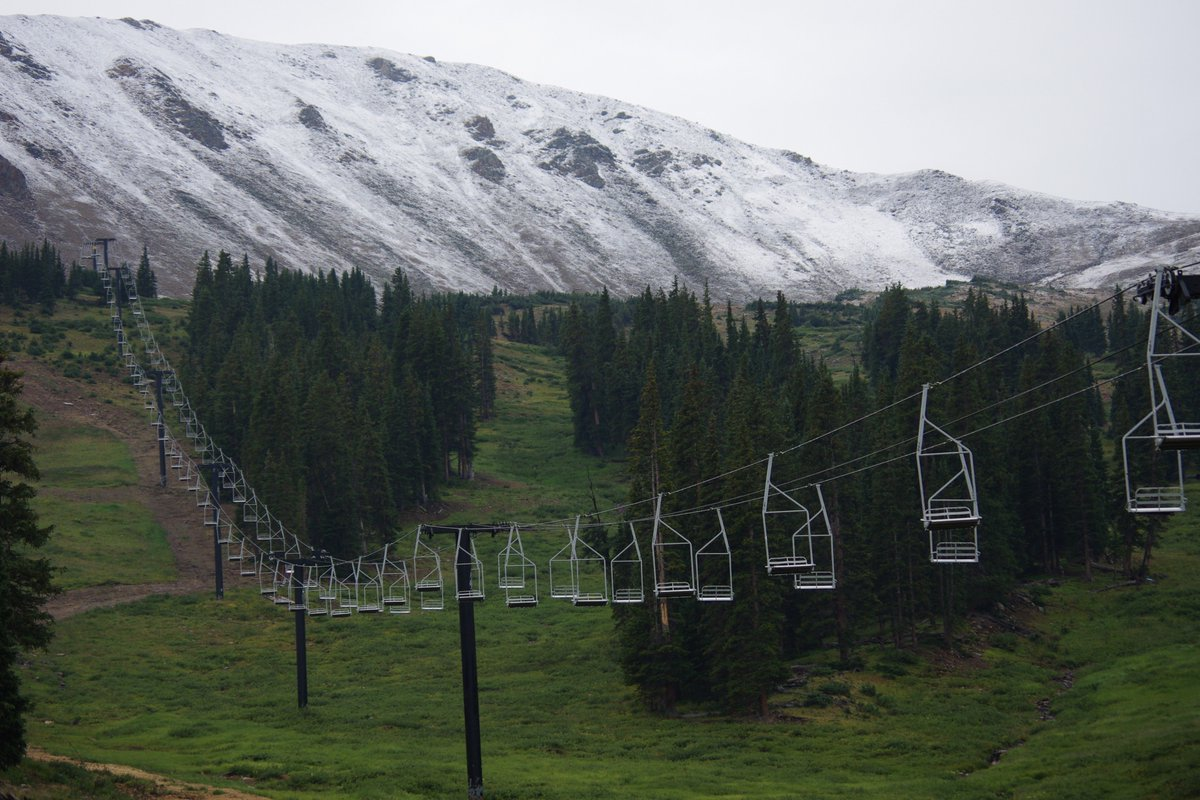 Wow! @LovelandSkiArea received its first snow of the season last night! Thanks to Dustin Schaefer for sharing.