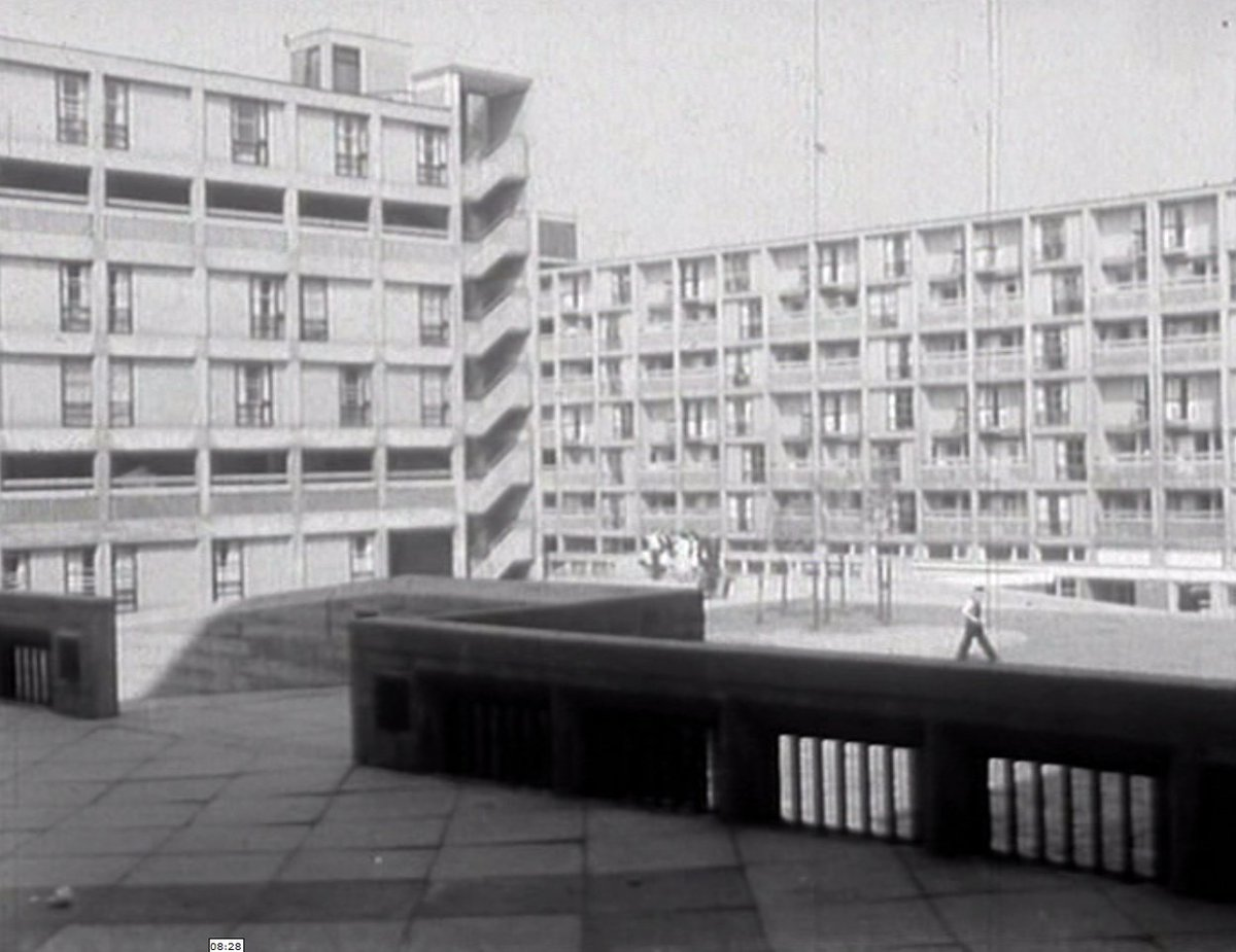 We're screening BFI's 'Rise & Fall of The Highrise' + rare film of Park Hill 'The Fortress' https://t.co/FZbWKr3WU1 https://t.co/sJK9kwrKRQ