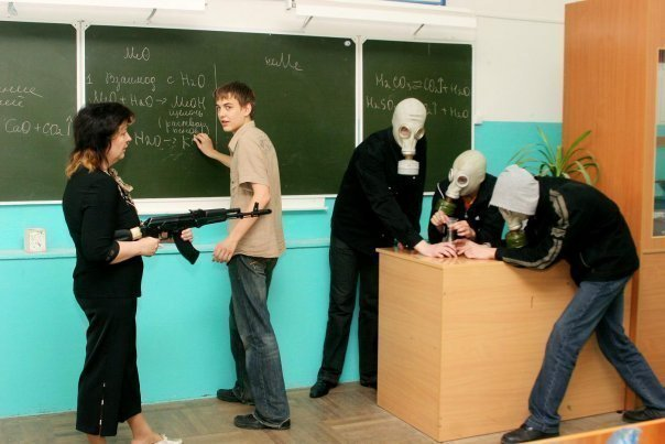 игра шутка над молодой учительницей биологии где она расстегивает рубашку