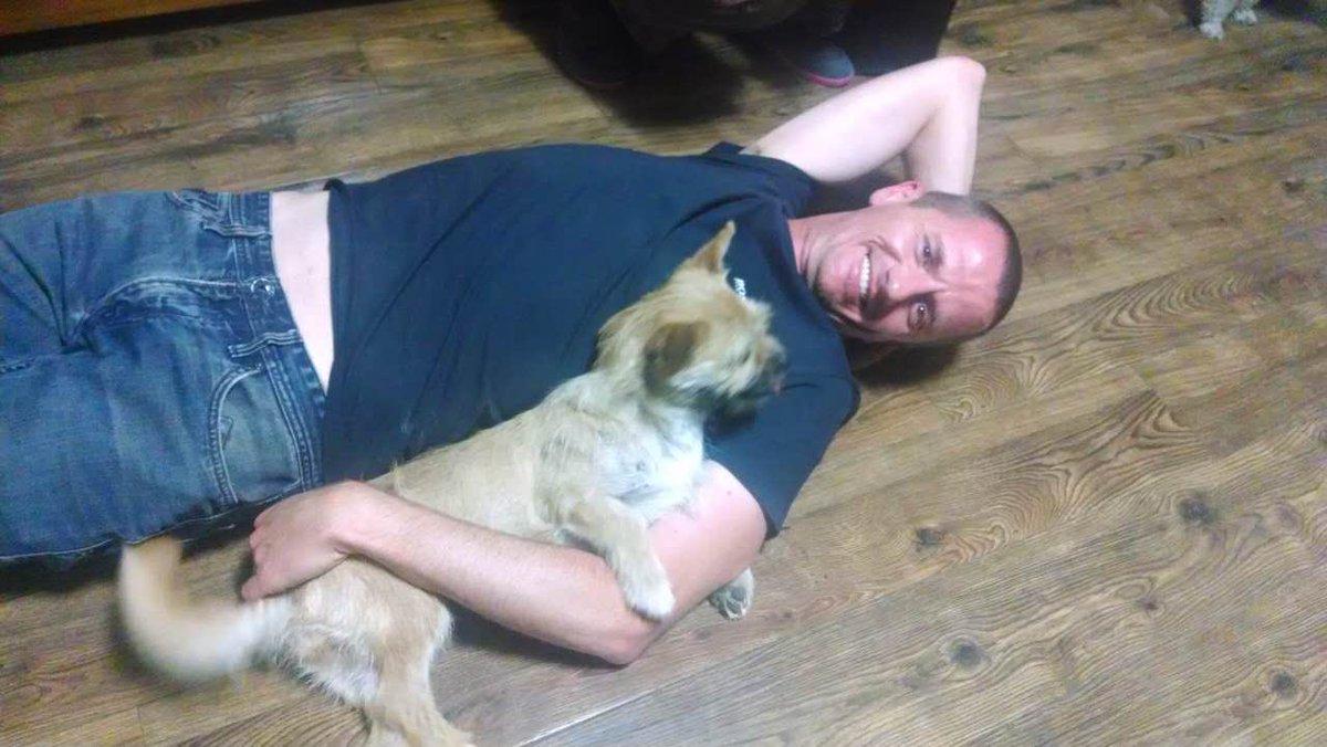 Ultramarathon runner Dion Leonard finally reunited with Gobi the dog after sharing 80-mile China desert trek CqpHORXWIAAUvAS