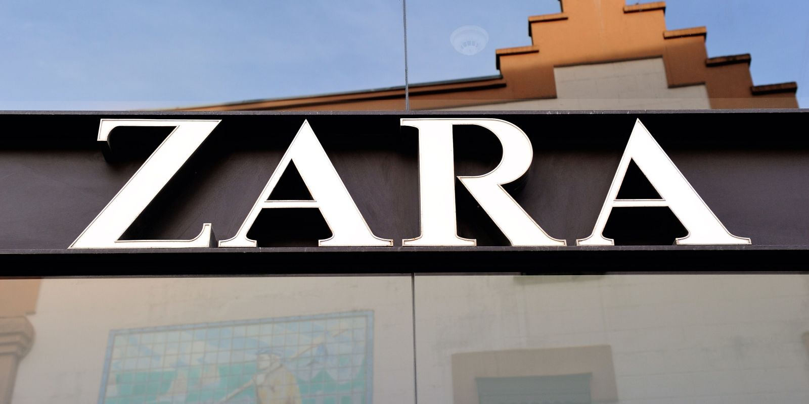 Zara have been hit with a huge lawsuit for 'deceptive pricing' in the States https://t.co/voXZKyWbk9 https://t.co/JkGQ9KaO0h