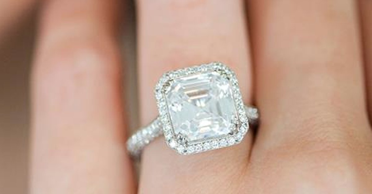 Bruce Hurwitz thinks flashy engagement rings are unprofessional. Here's why he's wrong: https://t.co/MnDSzqX9tN https://t.co/EU7UypX3ze