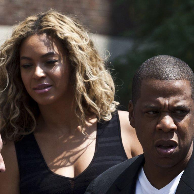 Jay Z Stops a Pushy Fan from Taking a Pic with Beyoncé https://t.co/YsWW2RNL44 https://t.co/ttWRTCuWGL