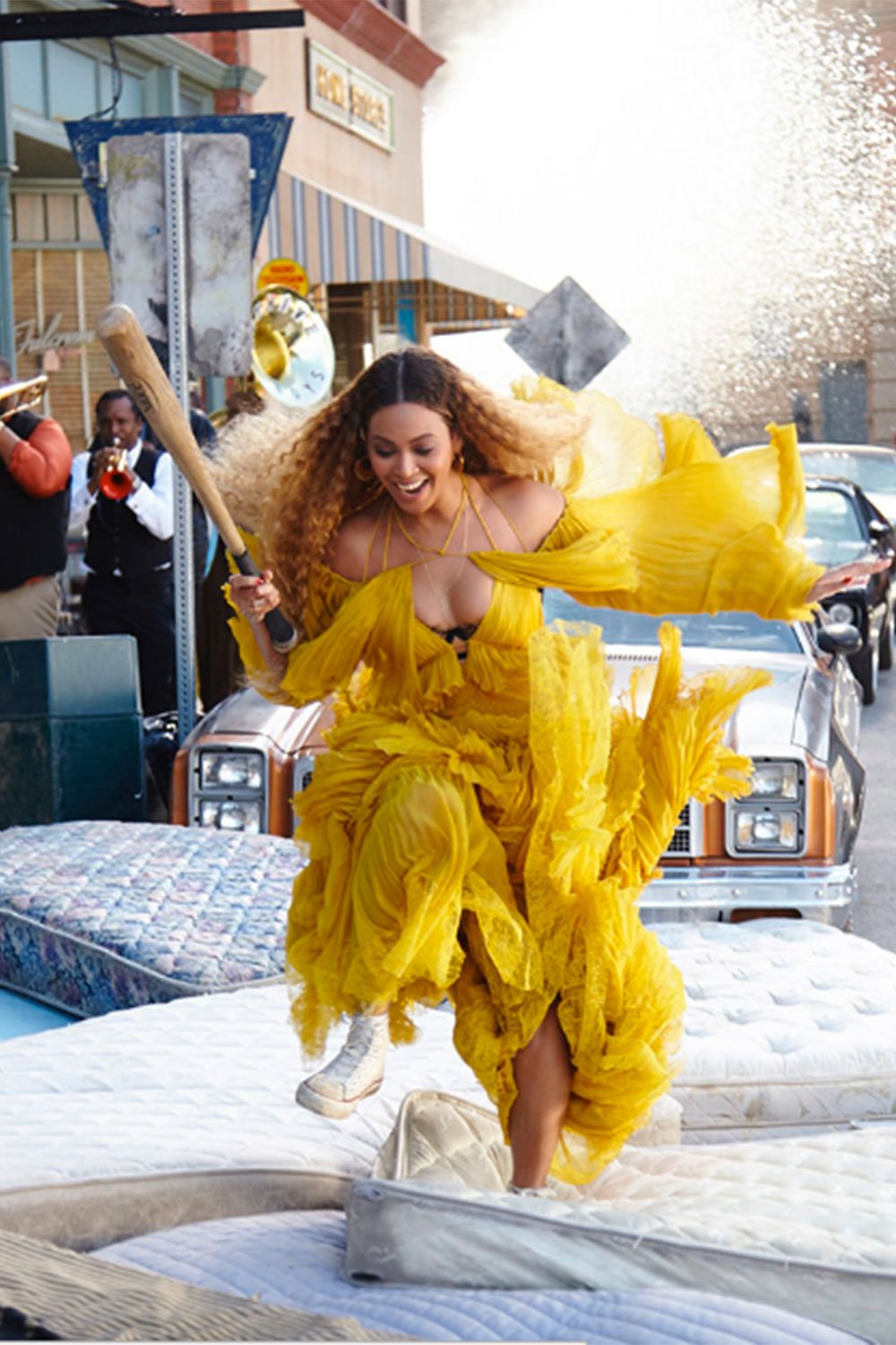 You *need* to see Beyone's hilarious behind-the-scenes Lemonade pictures: https://t.co/hpVHwIKnrc https://t.co/D1Dpb5Dn7R