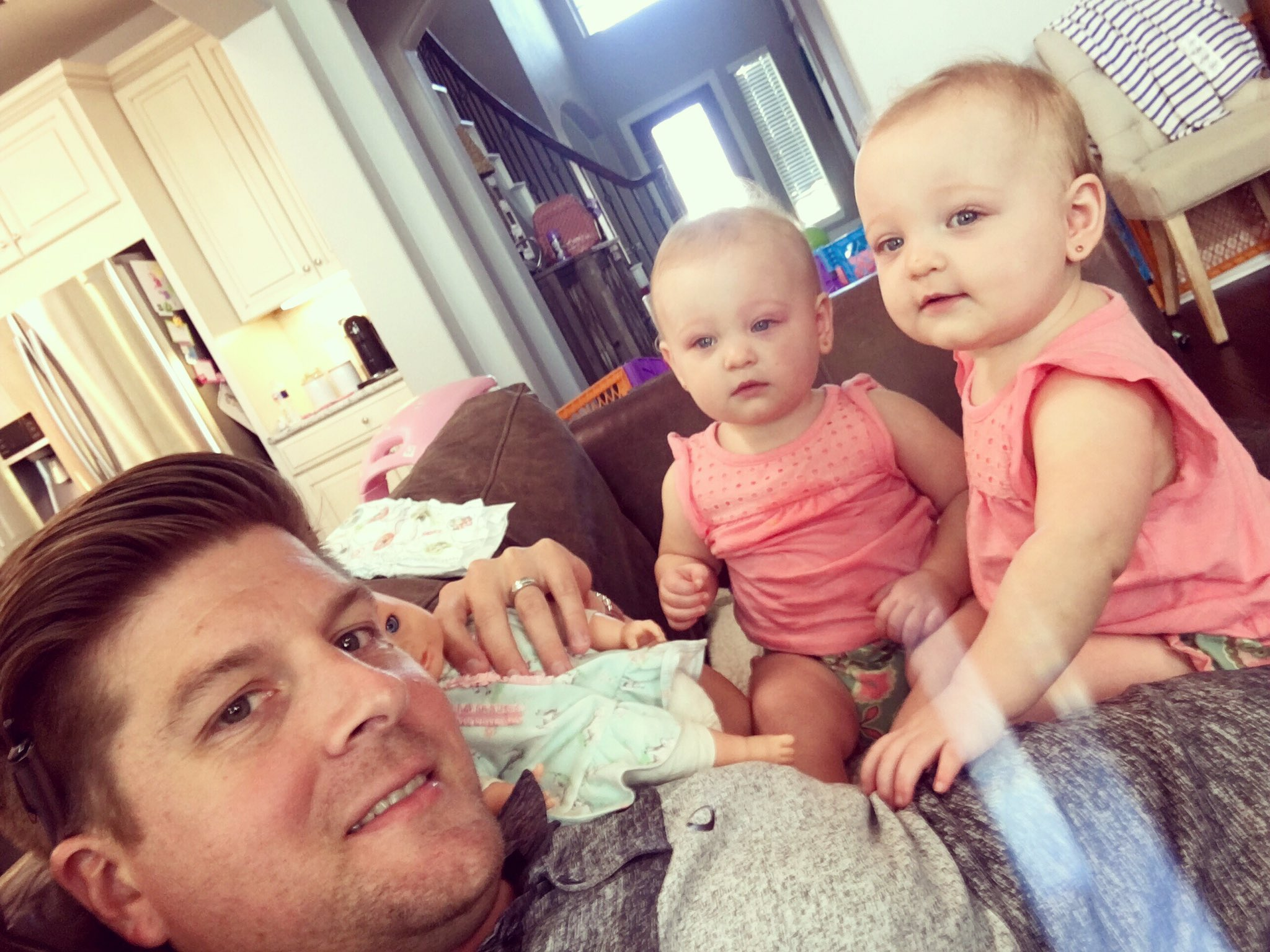 Dale mills on twitter double vision these two crack me for Where is danielle s dad on outdaughtered