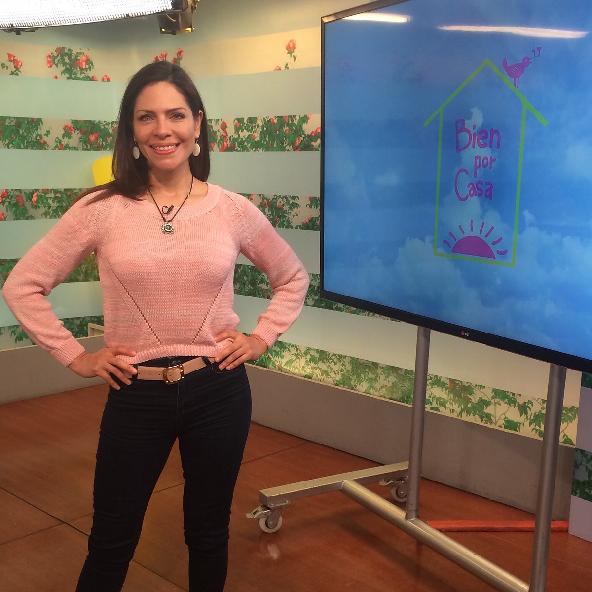 Nuestra @CeciliaBrozovic vistió hoy gracias a @BrisaPeru y a #CiaraCalzados
