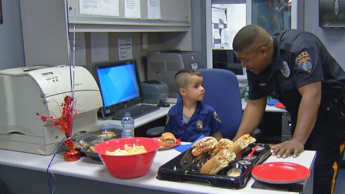 Boy, 5, buys lunch for @WinslowPolice