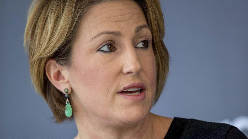 Mylan CEO who raised price of EpiPen got $19 million salary, perks in 2015
