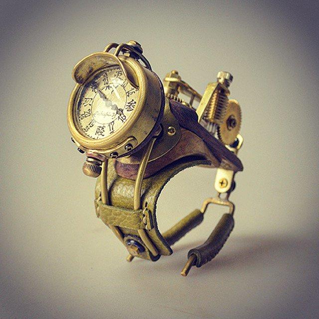 末吉晴男時計【鉄腕イの1号】¥30,000 です。#スタジオトムス #地球栽培 #末吉晴男 #末吉時計 #下北沢 #帽子屋 #時計職人 #steampunk #steampunkart #スチームパンク #watch #手作り