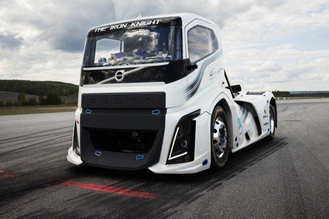 Goodyear insieme a Volvo Trucks per due record del mondo
