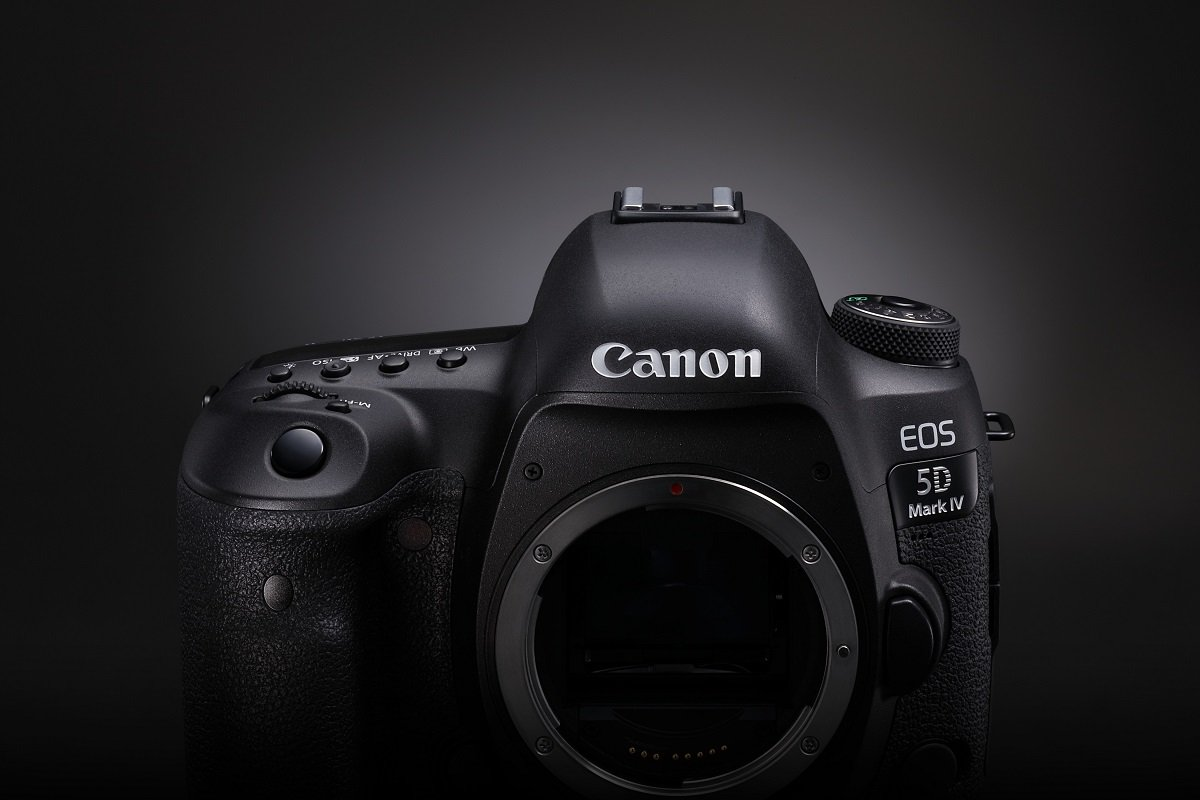 Conçu pour les photographes qui sont à la poursuite de la perfection. Voici l'EOS 5D Mark IV. https://t.co/gMBBXoTvHy