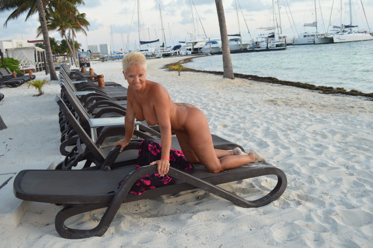 Juliette cummins nude topless and sex