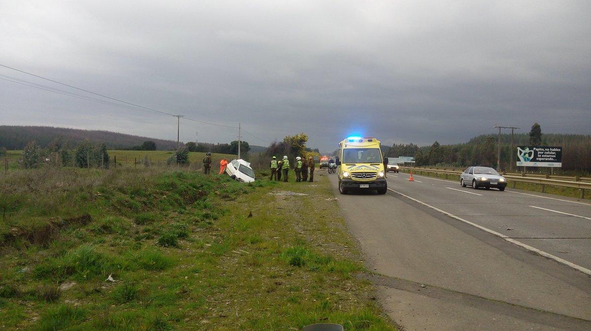 Via @eduburgosalazar Camión forestal involucrado en accidente en #Collipulli. Conductor detenido.