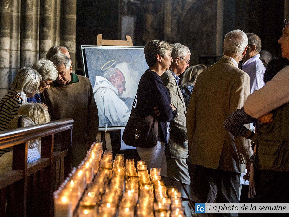#15août - De nombreux fidèles se sont recueillis sur la tombe du #PèreHamel<br>http://pic.twitter.com/cErwLror7U