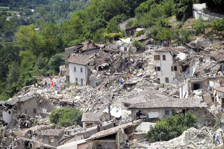 4.3-magnitude aftershock hits Amatrice, Italy, causing additional damage after earthquake