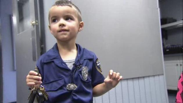 5-year-old boy buys lunch for police officers with allowance
